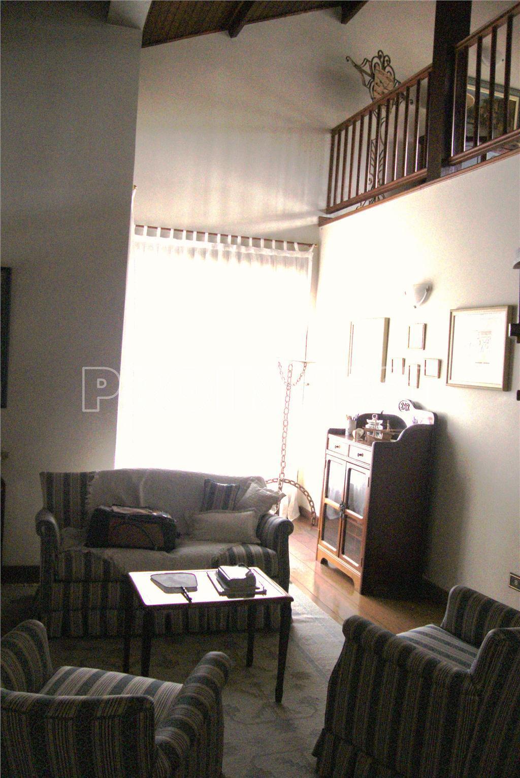 Casa de 4 dormitórios em Nova Fazendinha, Carapicuíba - SP