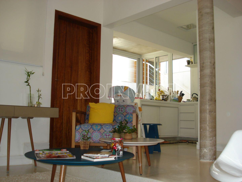 Casa de 3 dormitórios em Vila Embaúba, Carapicuíba - SP