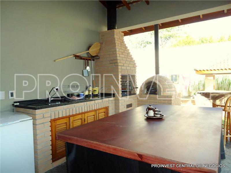 Casa de 3 dormitórios em Golf Village, Carapicuíba - SP