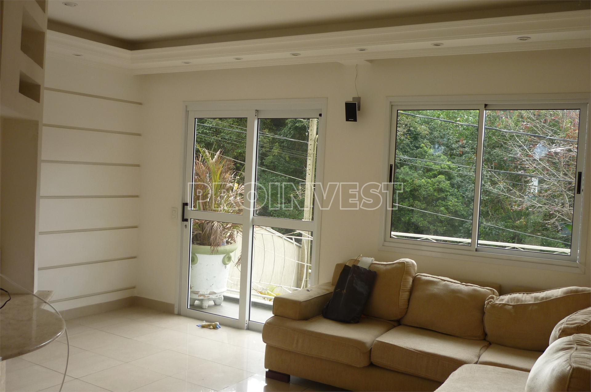 Casa de 4 dormitórios em Jardim Nomura, Cotia - SP