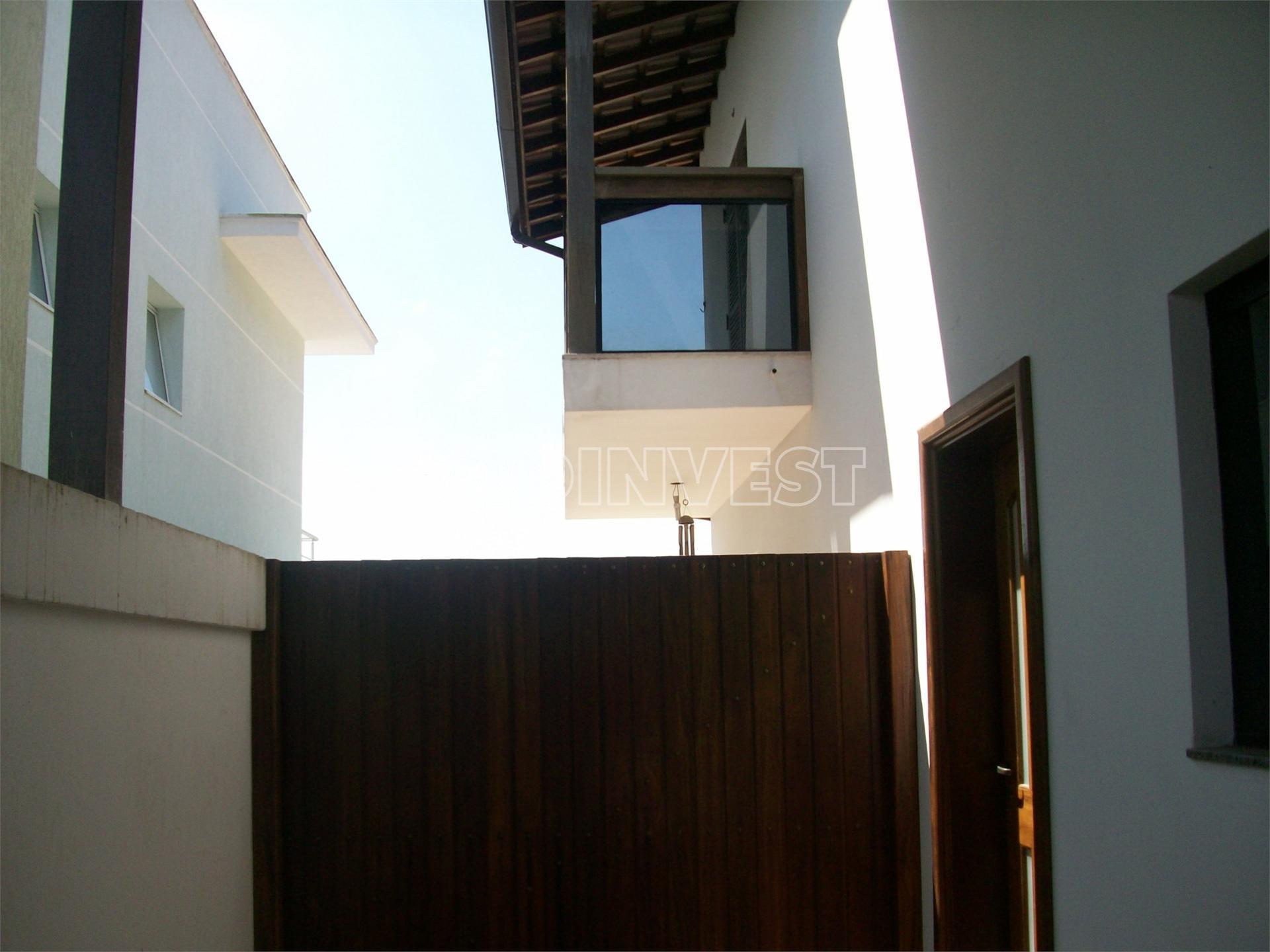 Casa de 4 dormitórios em Parque Paulistano, Cotia - SP