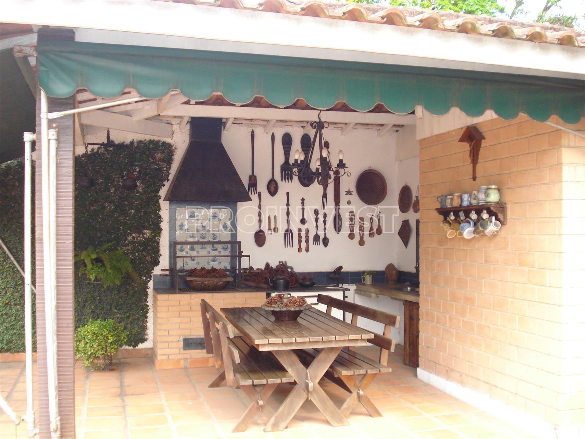 Casa de 4 dormitórios em Vila Diva, Carapicuíba - SP