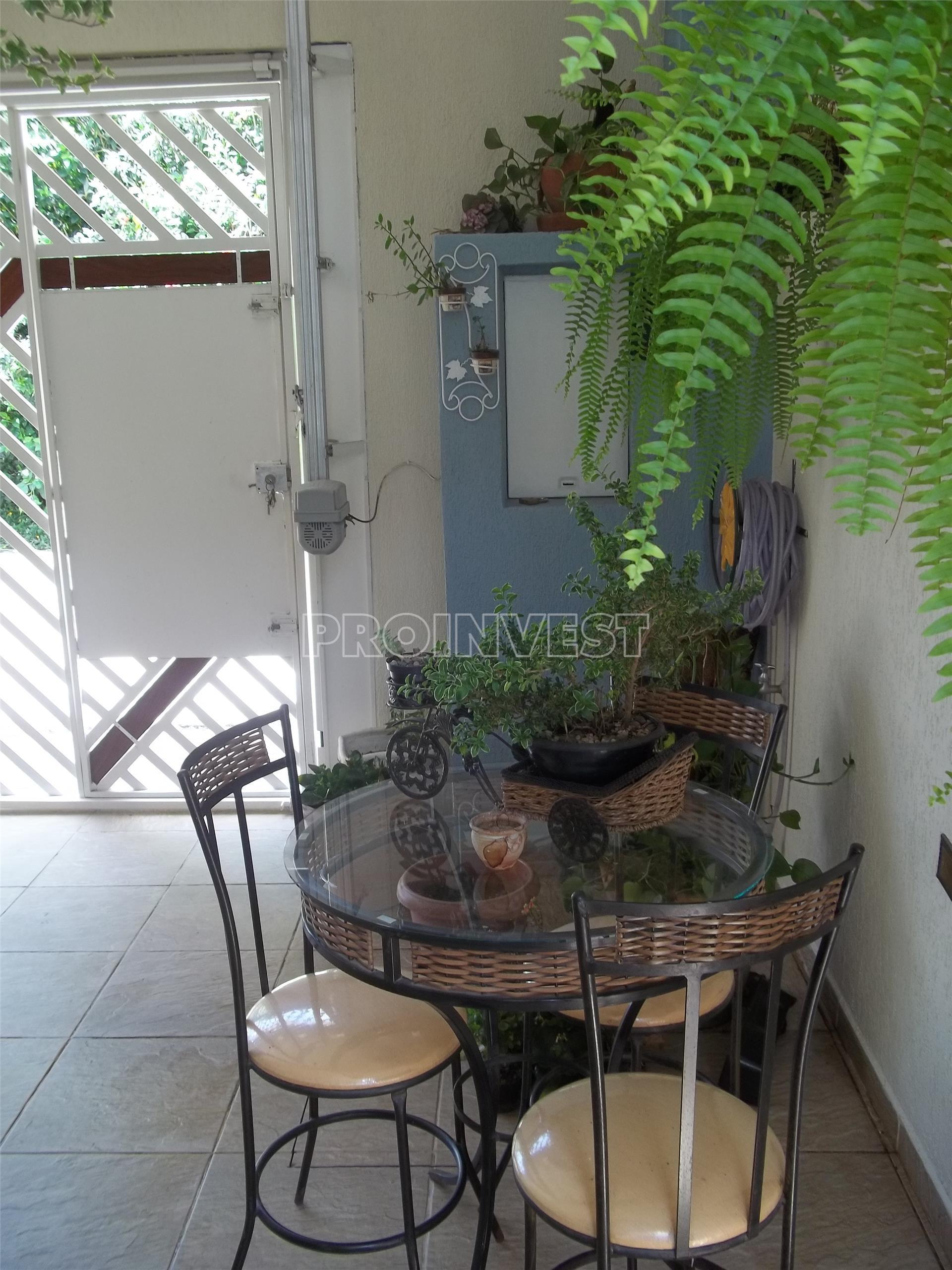 Casa de 2 dormitórios em Jardim Do Engenho, Cotia - SP