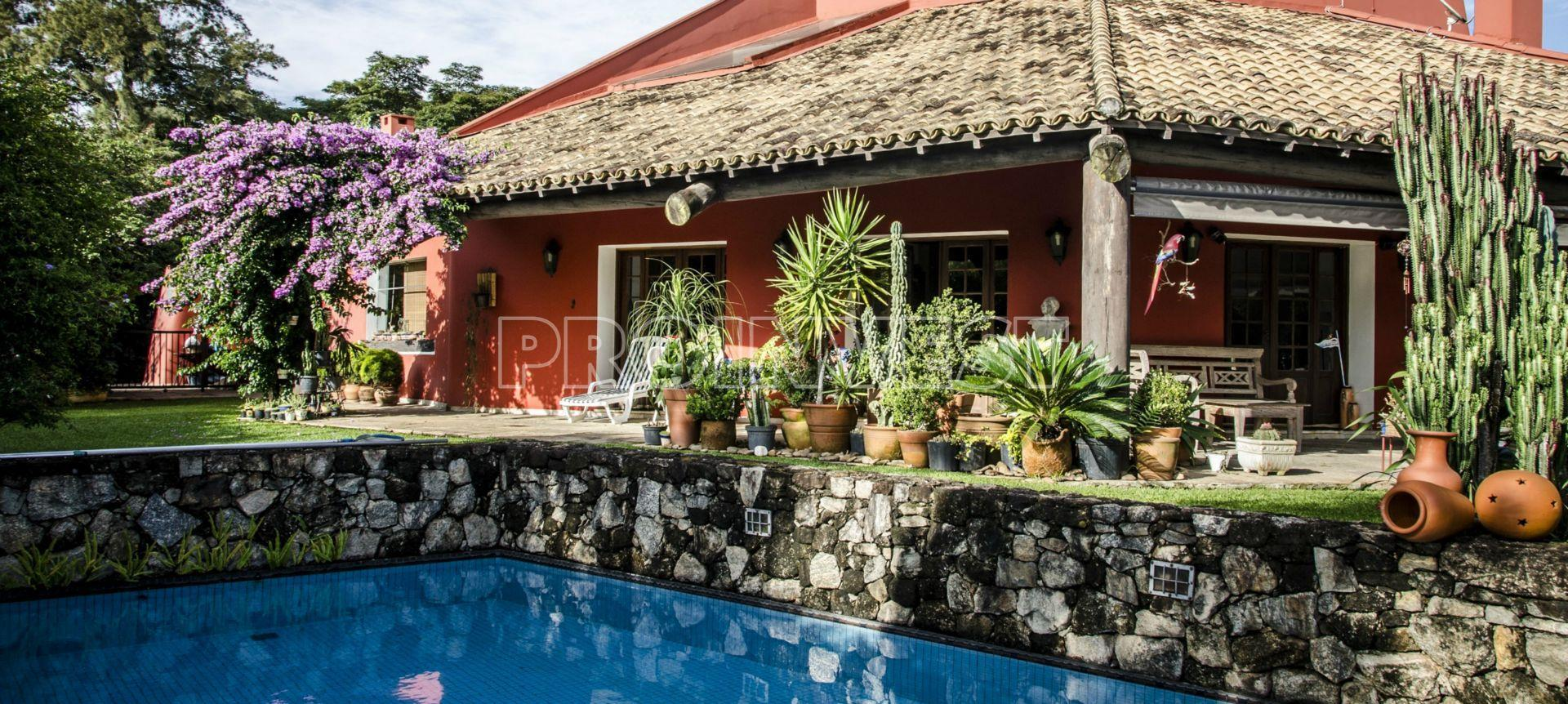 Casa residencial à venda, Vila de São Fernando, Cotia.