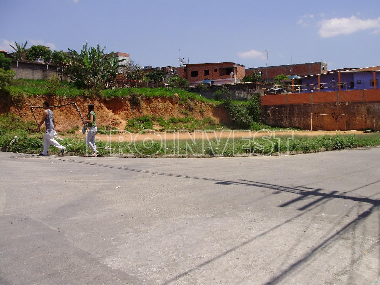 Área à venda em Chácara Adriana Aparecida, Carapicuíba - SP