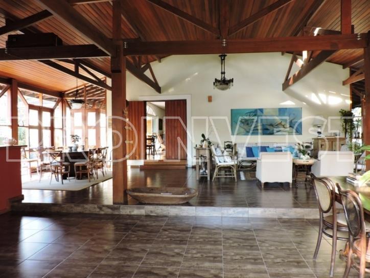 Casa de 5 dormitórios em Miolo Da Granja, Cotia - SP