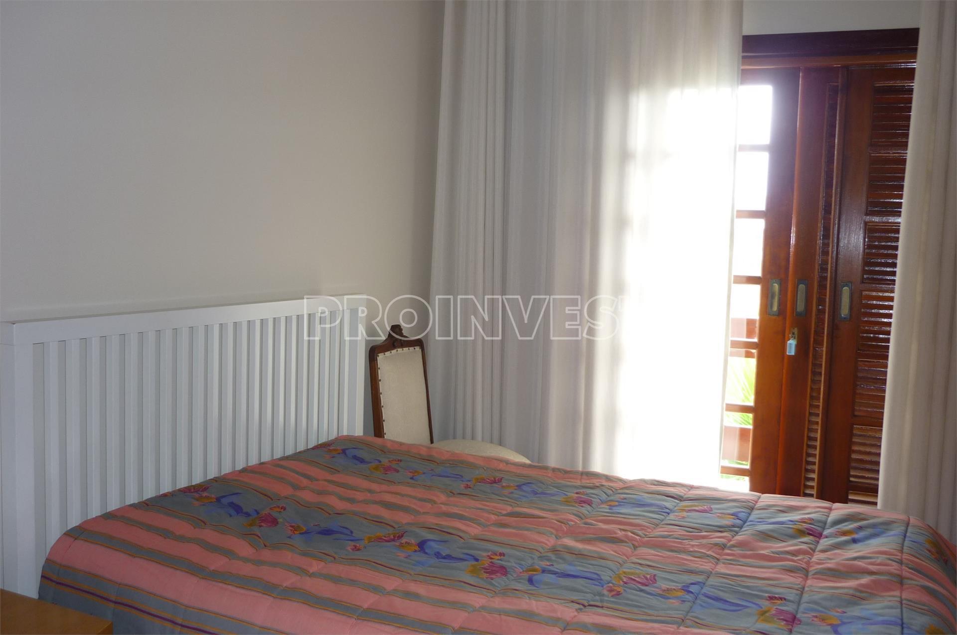 Casa de 6 dormitórios em Parque Dom Henrique Ii, Cotia - SP