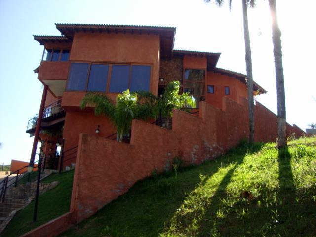 Casa de 3 dormitórios em Condomínio Beverly Hills, Jandira - SP