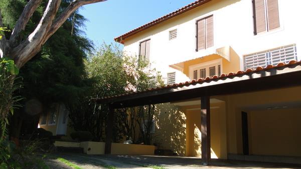 Casa de 4 dormitórios em Chácara São João, Carapicuíba - SP