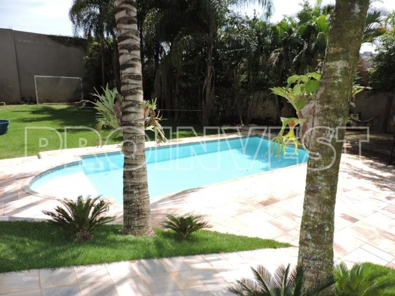 Casa de 3 dormitórios em Granja Viana, Carapicuíba - SP