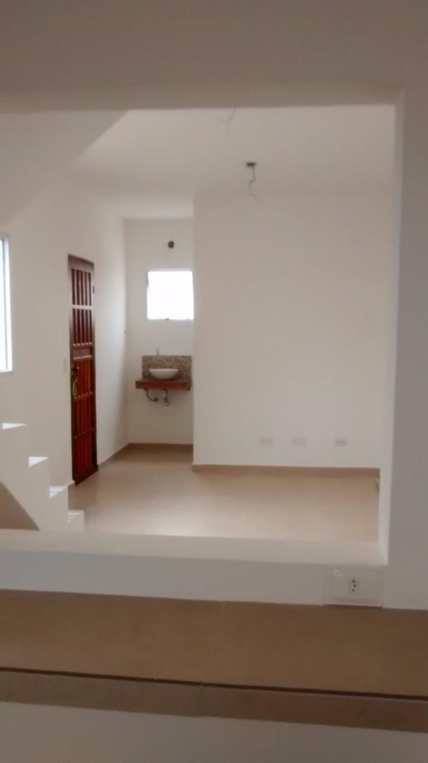 Casa de 2 dormitórios em Jardim Vitória, Cotia - SP