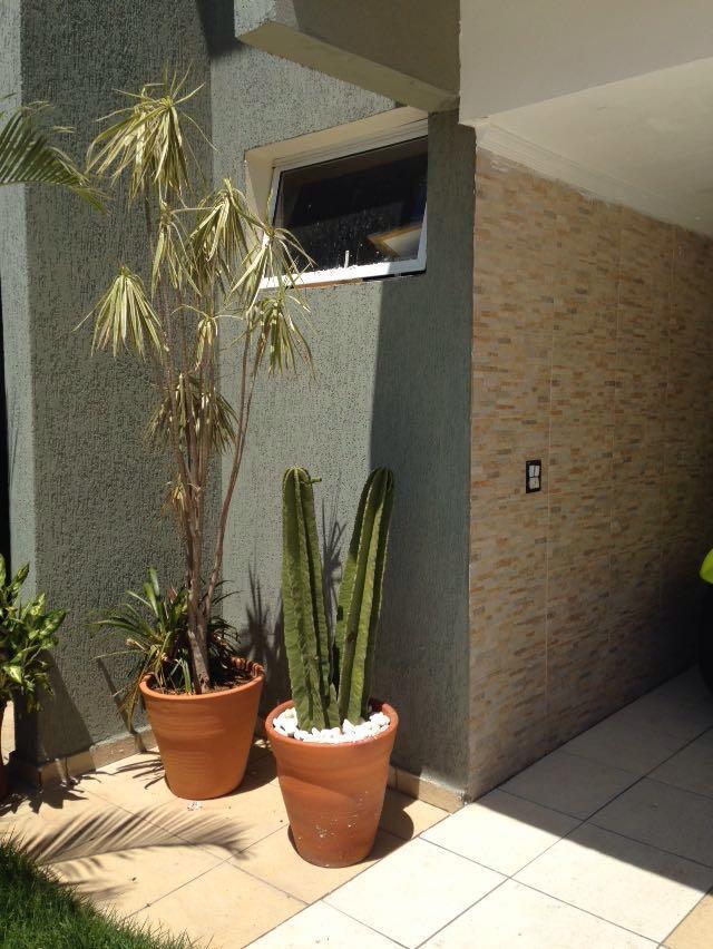 Casa de 3 dormitórios em Parque Das Rosas, Cotia - SP