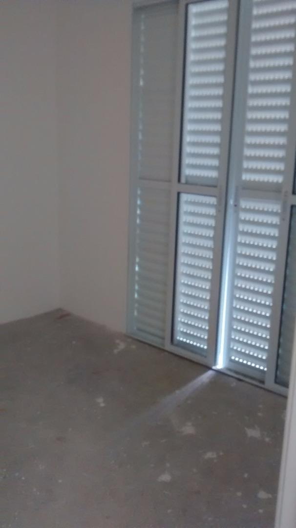 Casa de 2 dormitórios em Chácara Canta Galo, Cotia - SP