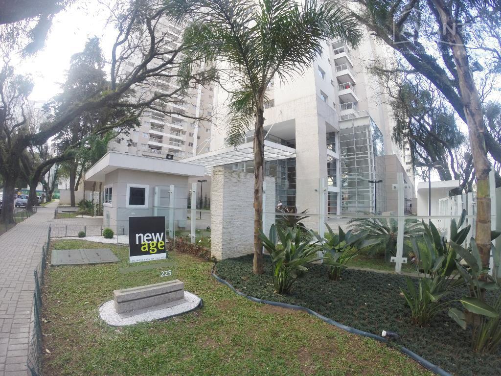 Lindo Apartamento Ed. New Age com 2 dormitórios (1 suíte) no Bairro Portão.