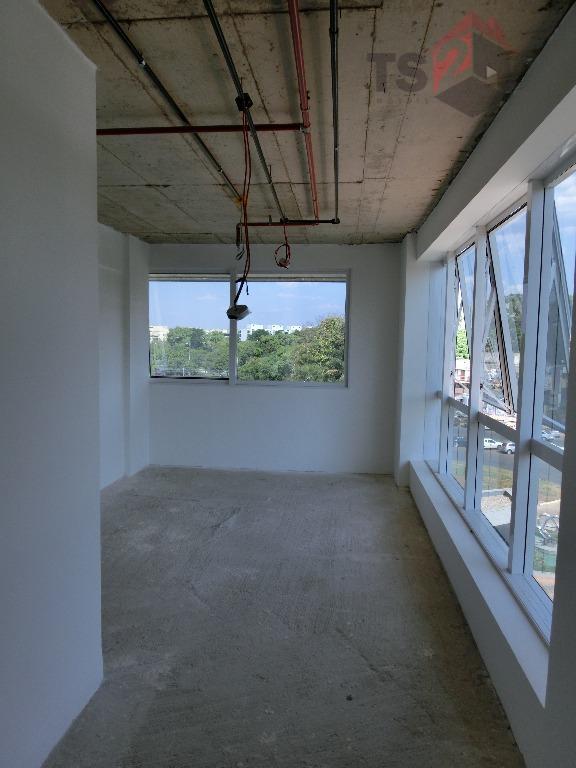 Edifício novo - Sala no Biosphere Health Center