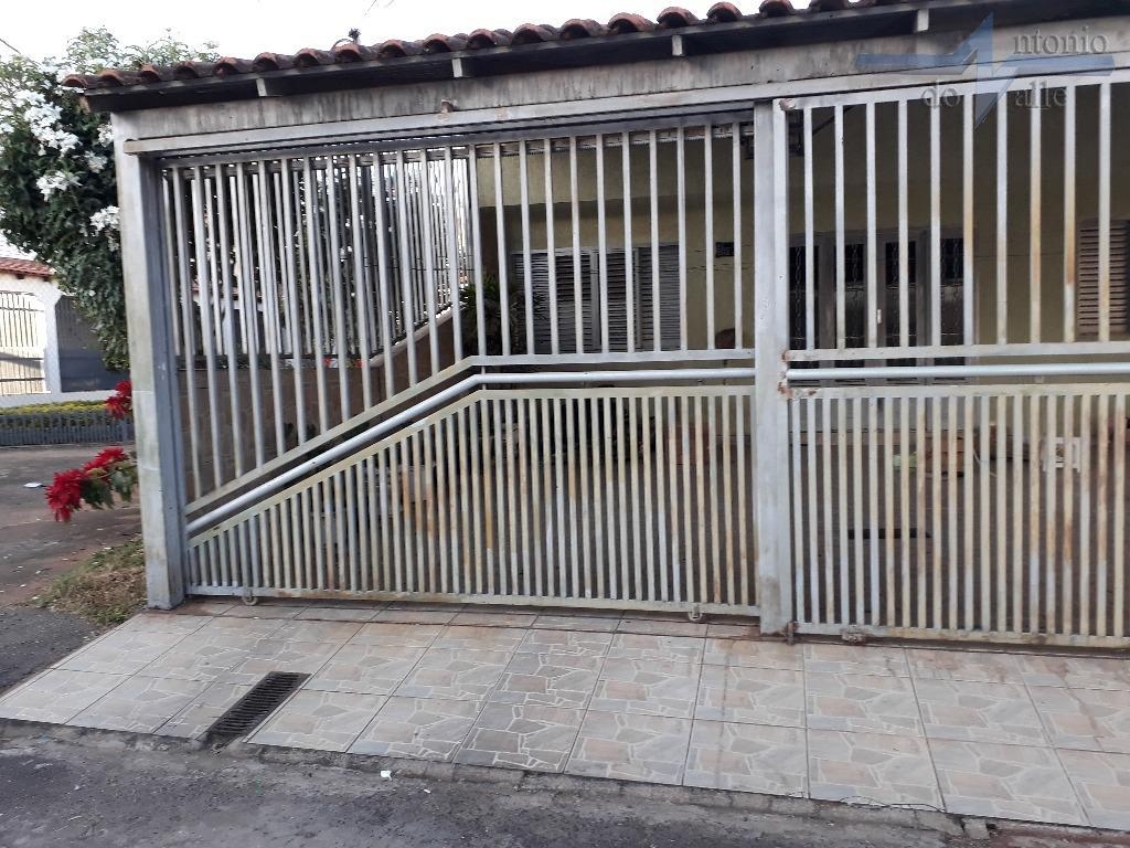 Casa com 04 quartos sendo 01 suíte, 03 vagas de garagem à venda, Guará II