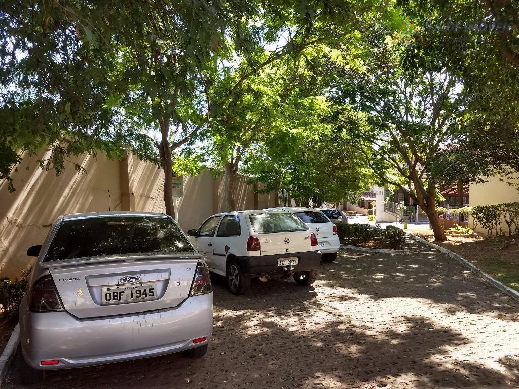 casa de esquina com sobra de terreno com: garagem coberta para dois carros, na parte de...
