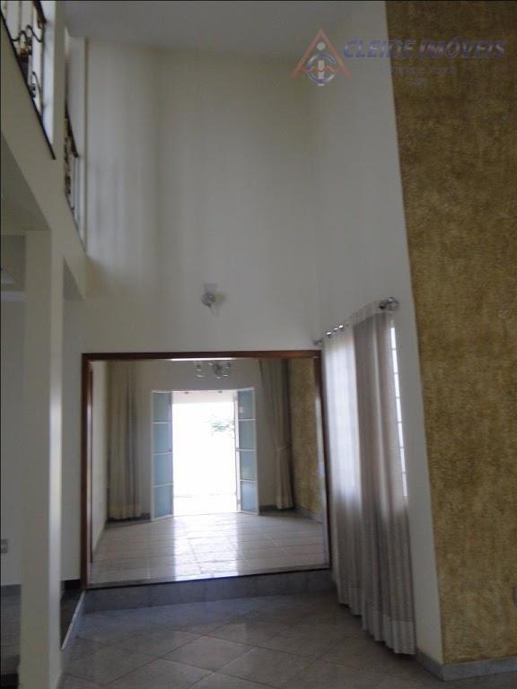 sobrado pronto com amplo terreno de 847,20m, com 03 quartos completo de armários, sendo 1 suite...