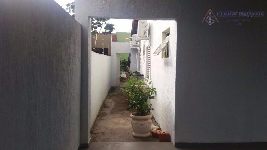 casa térrea com 04 quartos, sendo 01 suite, banheiro social, sala 02 ambientes, cozinha, varanda com...