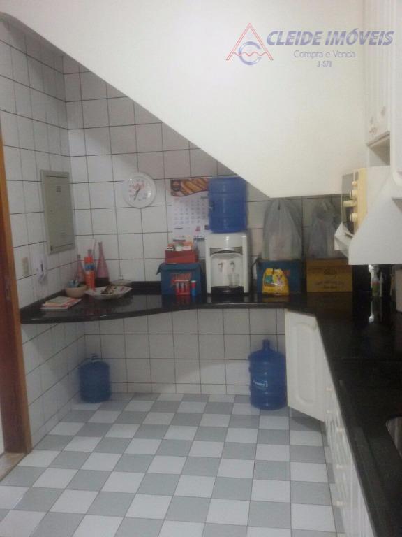 sobrado de 116m², contendo 3 quartos sendo 1 suíte com sacada e armários, sala para 2...
