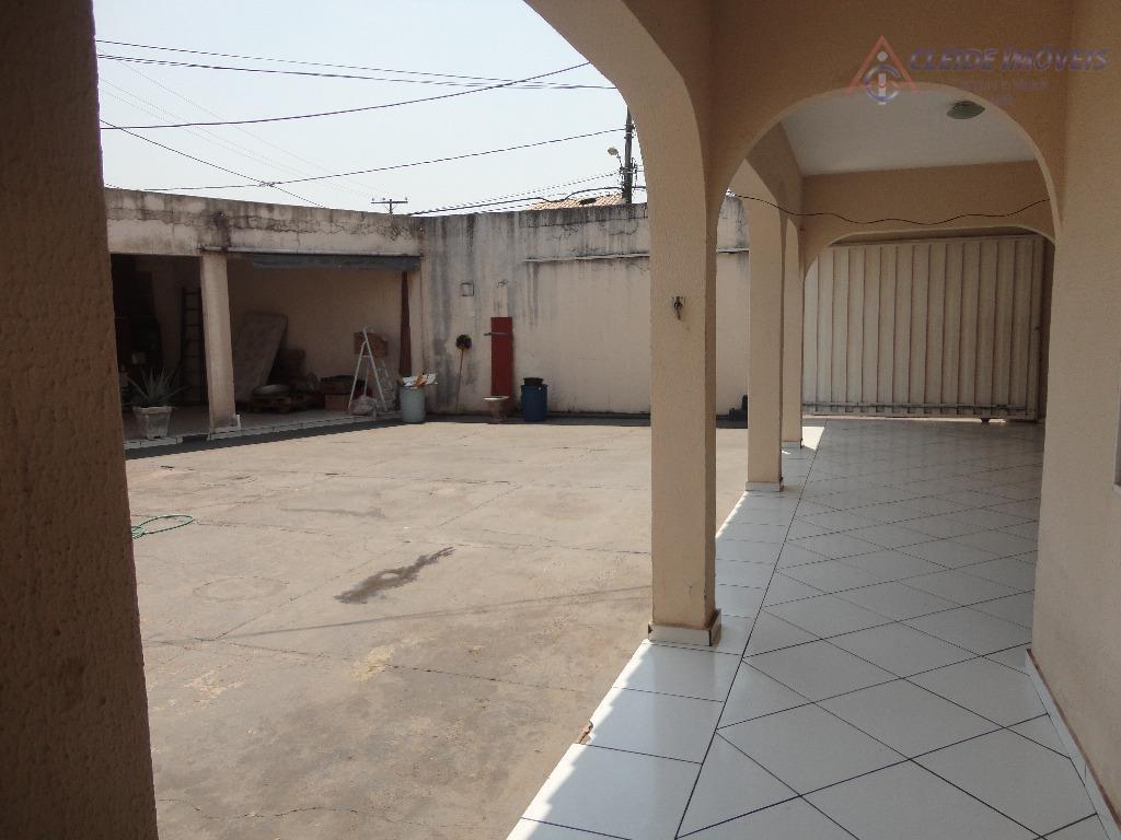 casa de esquina excelente para ponto comercial ou residencial, na avenida principal do bairro, podendo na...