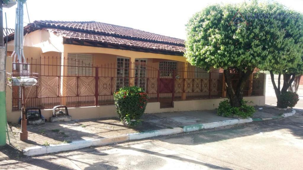 ótima casa de esquina situada no cpa i, area 14 x 20 = 280m2 construida 207m2com...
