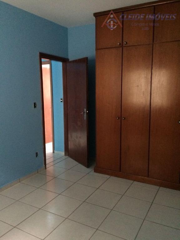 casa para localizada no bairro dom aquino. com 3 quartos, (1 suite), banheiro social, sala, cozinha,...
