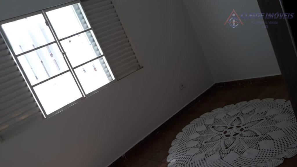 apartamento localizado no bairro dom aquino. com 2 dormitórios, banheiro, sala e cozinha, garagem para 1...