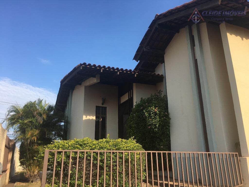 casa térrea, no bairro jardim das américas, fundos do hotel hliday inn, contendo 2 salas amplas...