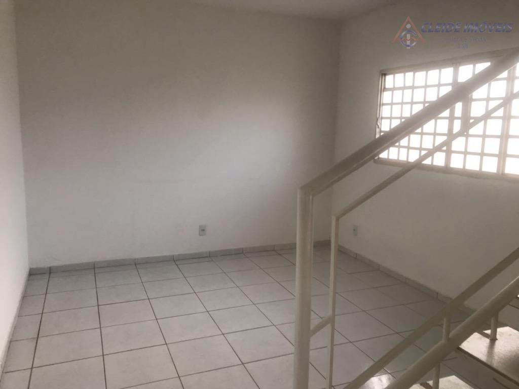 sobrado amplo com sala para 2 ambientes, 1 quarto, copa e cozinha, área serviço,quintal, canil, parte...