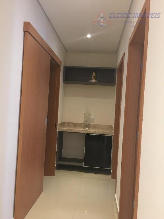 casa estilo sobrado, no condomínio pérola rara, contendo 3 suítes, todas com armários planejados, no piso...