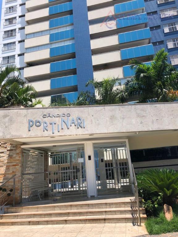 lindo apartamento com 225,00 metros quadrados de área privativa.com 03 suítes sendo uma master com armários,...