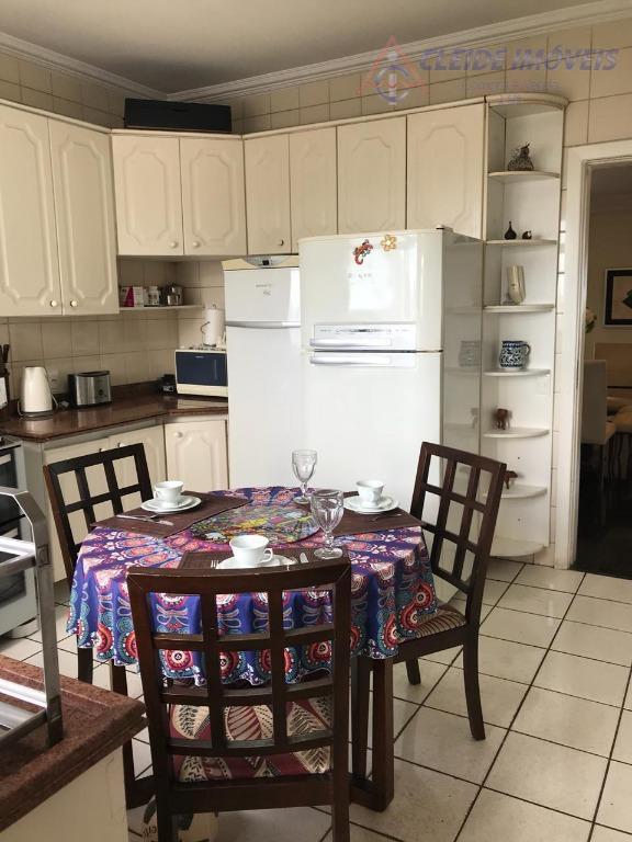 apartamento com 04 quartos, sendo 02 suítes com armários, banheiro social, sala de estar, e jantar...
