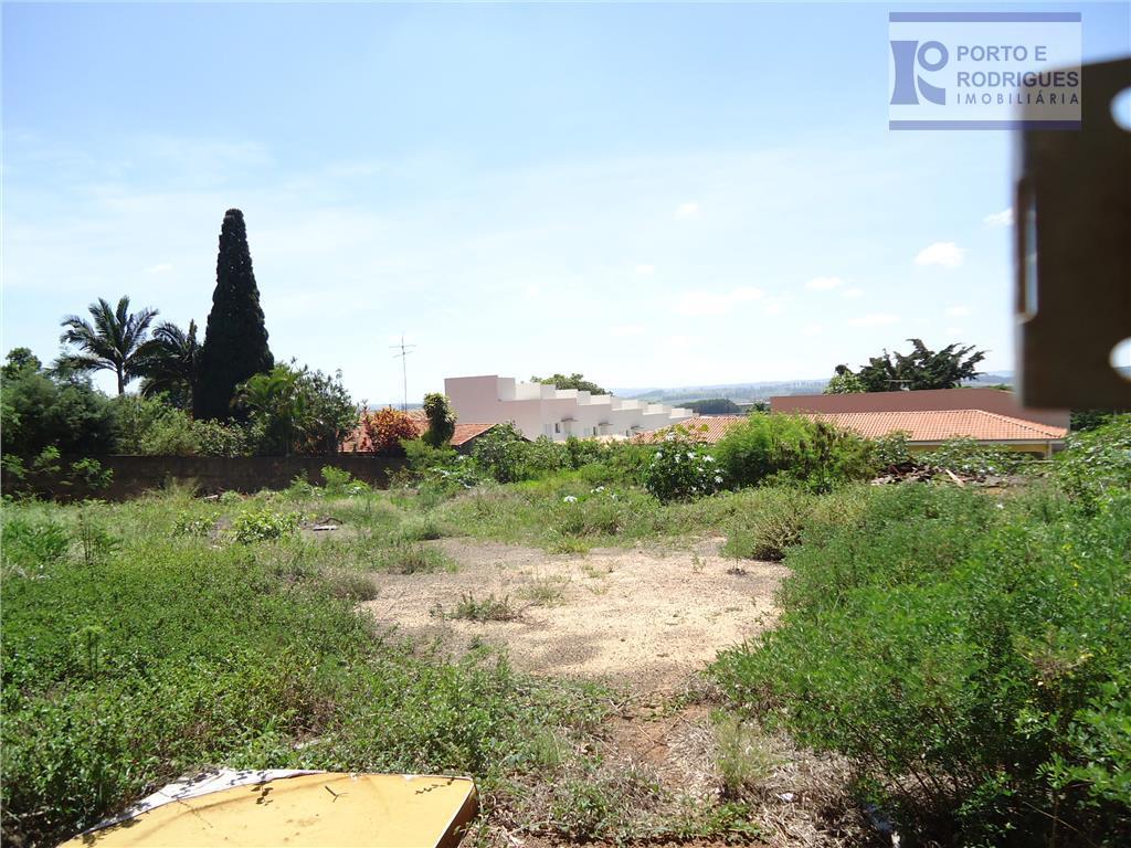 excelente terreno de esquina com aproximadamente 1375,00 m2, murado,contendo uma construção de uma cobertura metálica de...