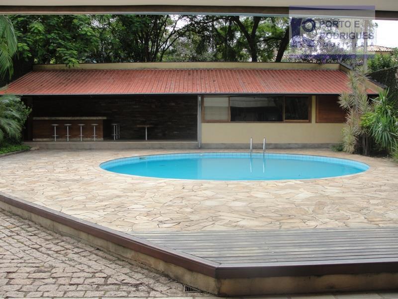 casa térrea, espaço para 6 carros, sala para 7 ambientes, cozinha, lavanderia, quintal, dependências de empregada,...