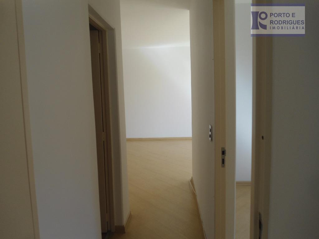 apto 02 dorm. com armários, 01 suite, carpete de madeira, bem arejado, cozinha planejada, 03 wc,...
