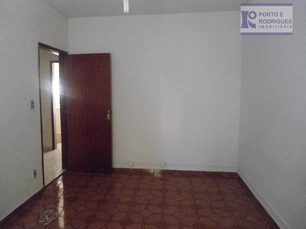 casa muito bem distribuída, com 03 dorm com armários, sendo 01 suite, edícula e suite, copa,...