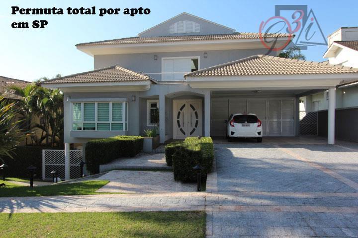 Bela e ampla casa em condomínio na Granja Viana