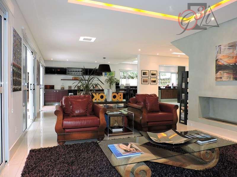vende de porteira fechada (condomínio ao lado do shopping)excelente residência, totalmente reformada, com ótimos acabamentos, com...