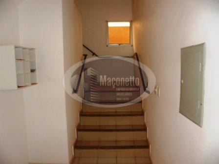 01 dormitório, com armários; 01 sala, com sacada; 01 banheiro social; 01 cozinha; 01 área de...