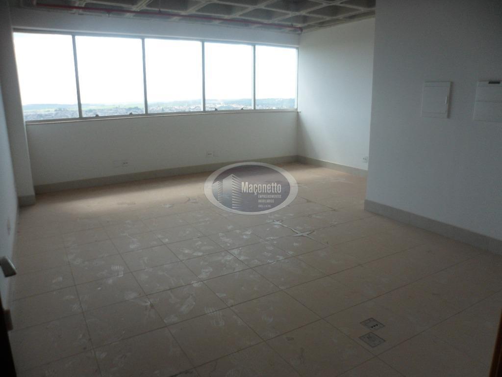 ampla sala comercial com 2 banheiros, andar alto, desocupada, vista privilegiada, menor preço da região.dentro do...