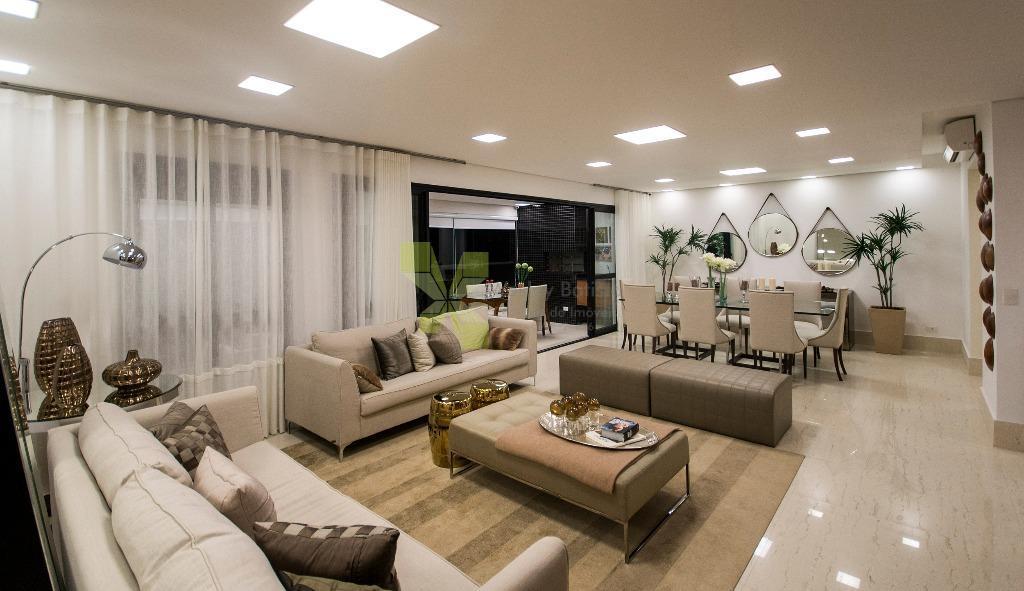 Apartamento com 181m² Privativos, 3 Suítes e 3 Vagas no Água Verde.