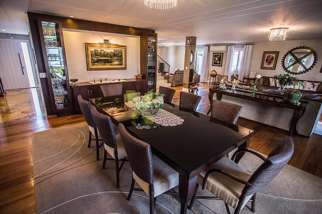 Casa em Condomínio com 530m² Privativos, 3 Suítes e 5 Vagas  de Garagem no Campo Comprido.
