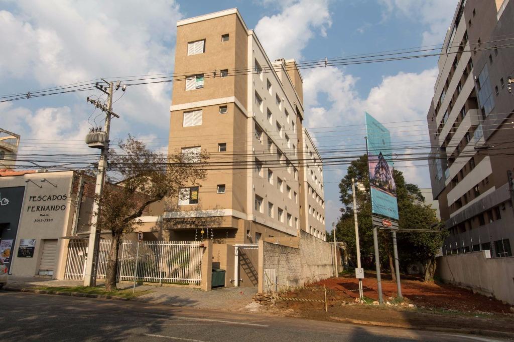 Apartamento semi mobiliado com vaga de garagem no Bigorrilho