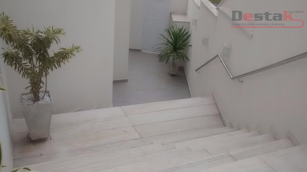 linda casa, swiss park, sbc. 4 dormitórios sendo 1 suite master, closet, sala 2 ambientes, cozinha...