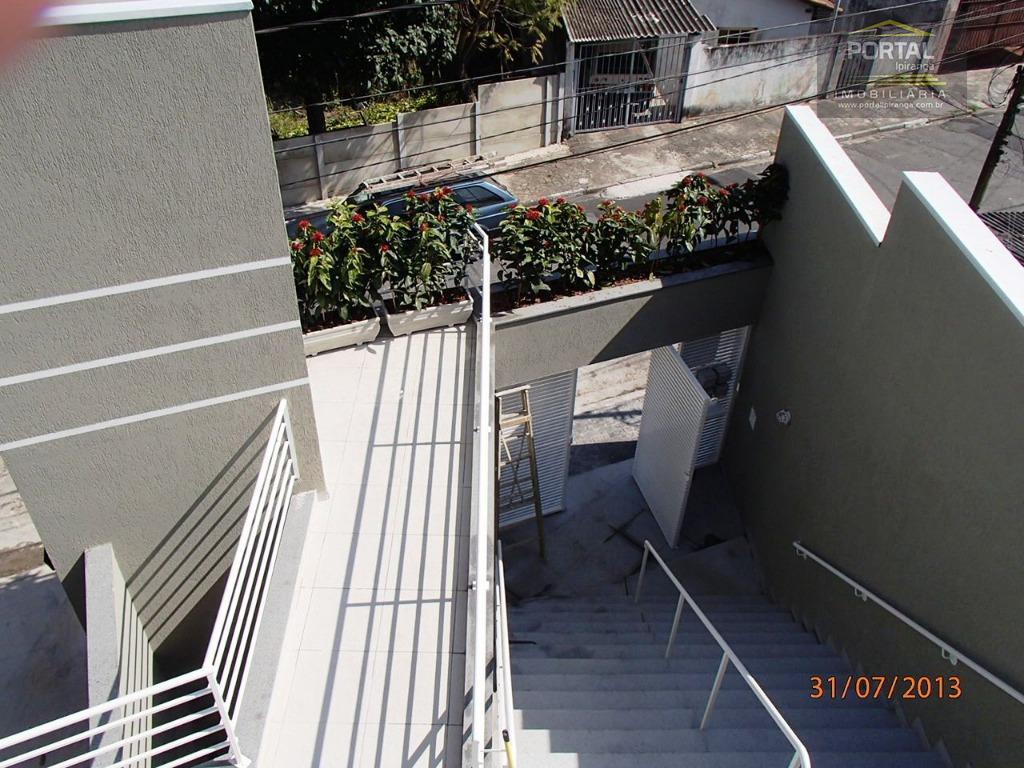 sobrado em condomínio fechado, com 03 dormitórios (01 suíte com closet e varanda e outro dormitório...