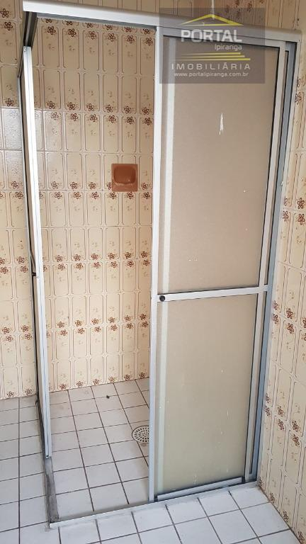 sobrado com salão com wc e cozinha.o imóvel tem 03 dormitórios, 02 wcs, sala, cozinha e...