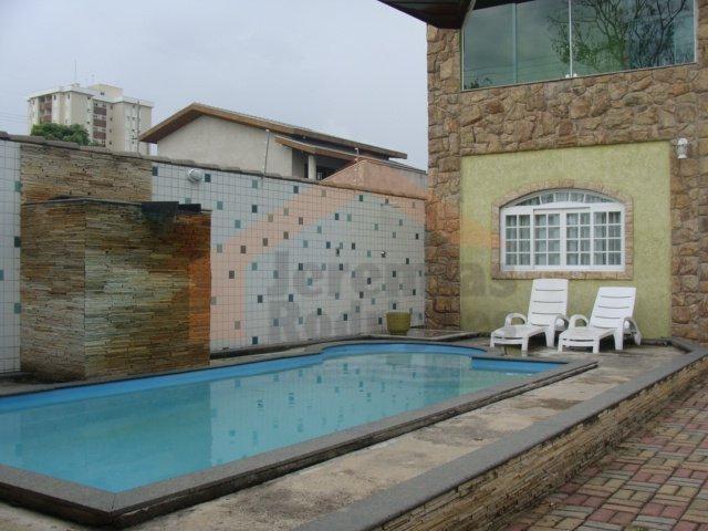 Casa residencial à venda, Villa Branca, Jacareí. de Jeremias Rodrigues Imóveis de Alto Padrão.'