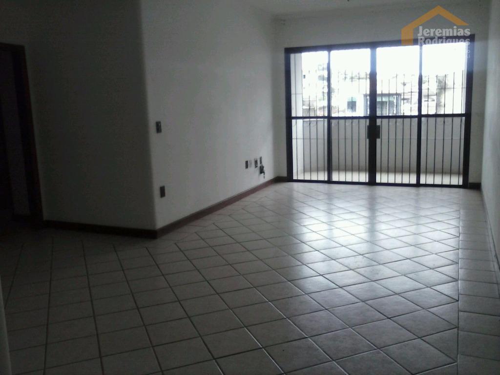 Apartamento residencial à venda, Centro, Taubaté - AP3667.