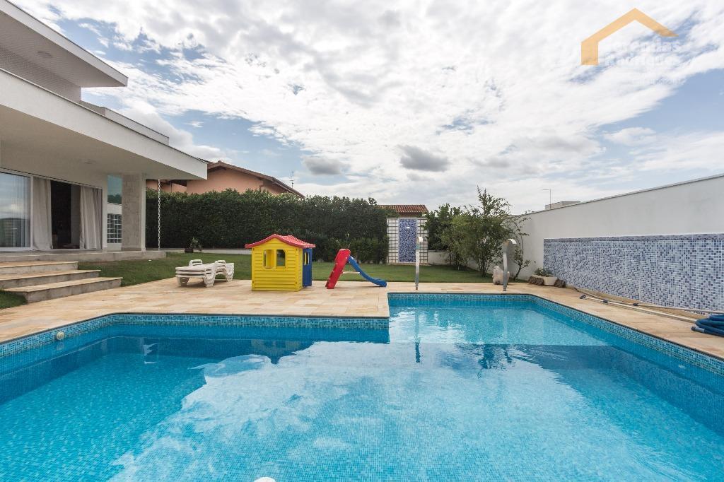 Casa residencial para venda e locação no Condomínio Colonial Village em Pindamonhangaba - CA3663.